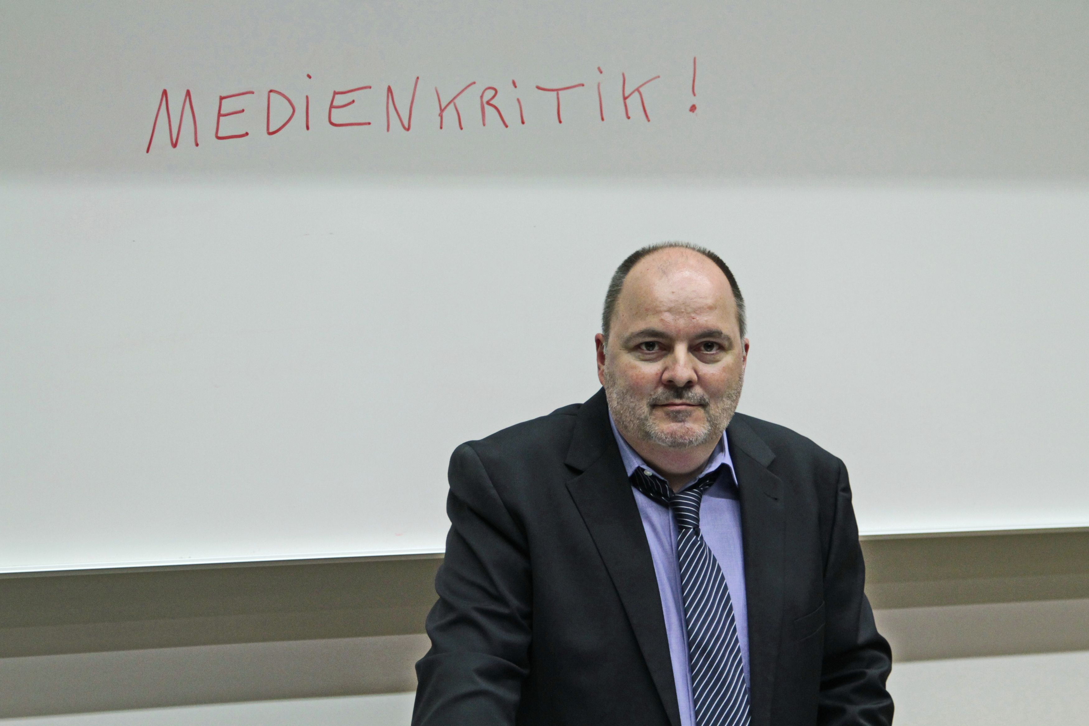 <p>Medienexperte Prof. Dr. Lutz Frühbrodt. Foto: Dietmar Modes.</p>